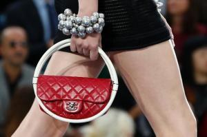 bolso Chanel de Hula Hoops