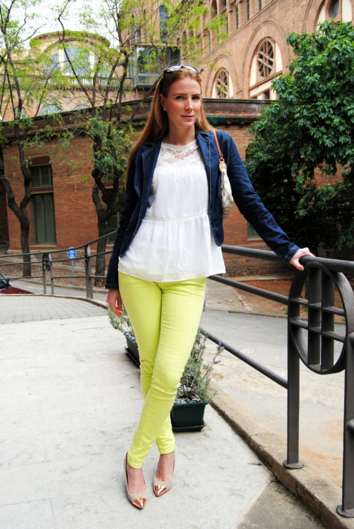 Neon Yellow jean Look