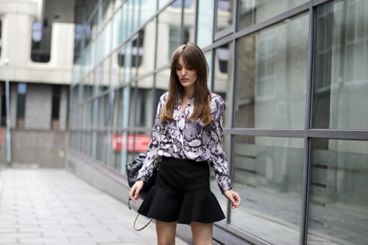 Falda negra volantes
