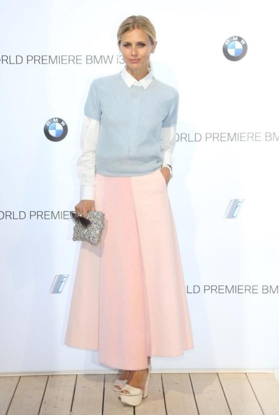 Pastel Midi skirt look