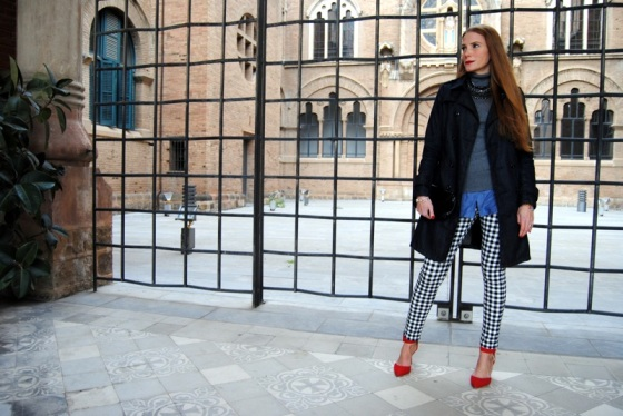 Black and white plaids pant