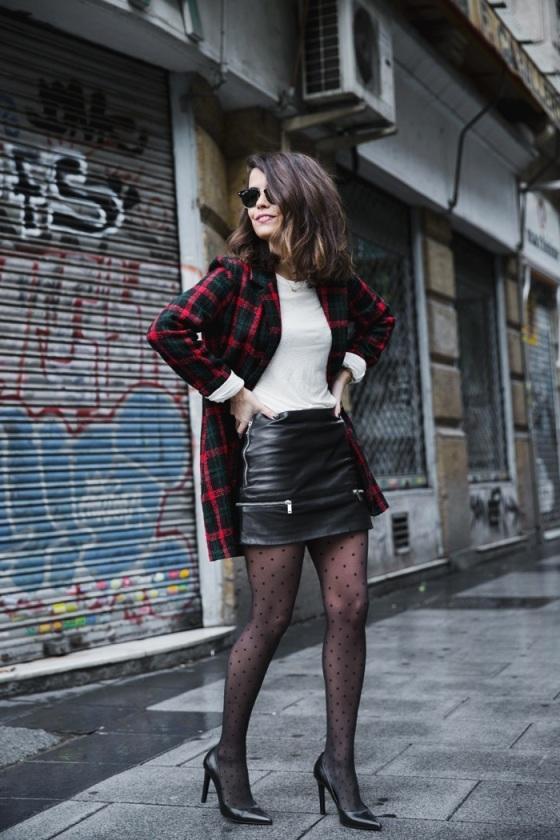blacj leather skirt and plumeti