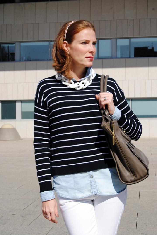 Suéter de rayas marineras