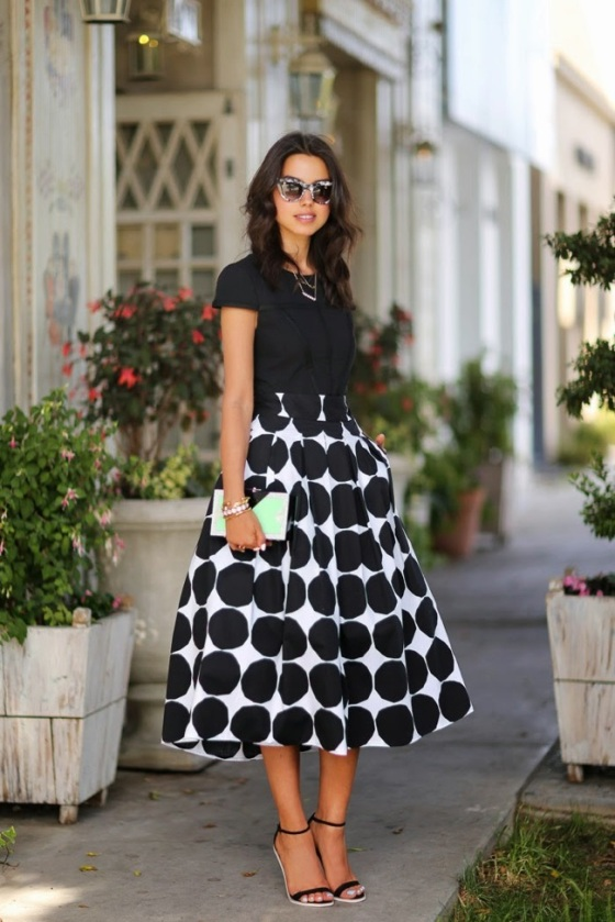 blanck and white midi skirt look