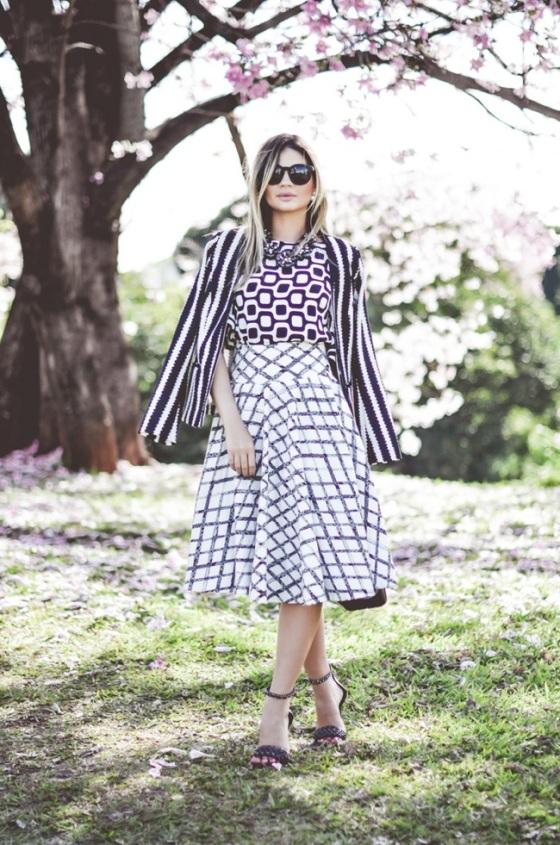 Look falda midi en blanco y negro