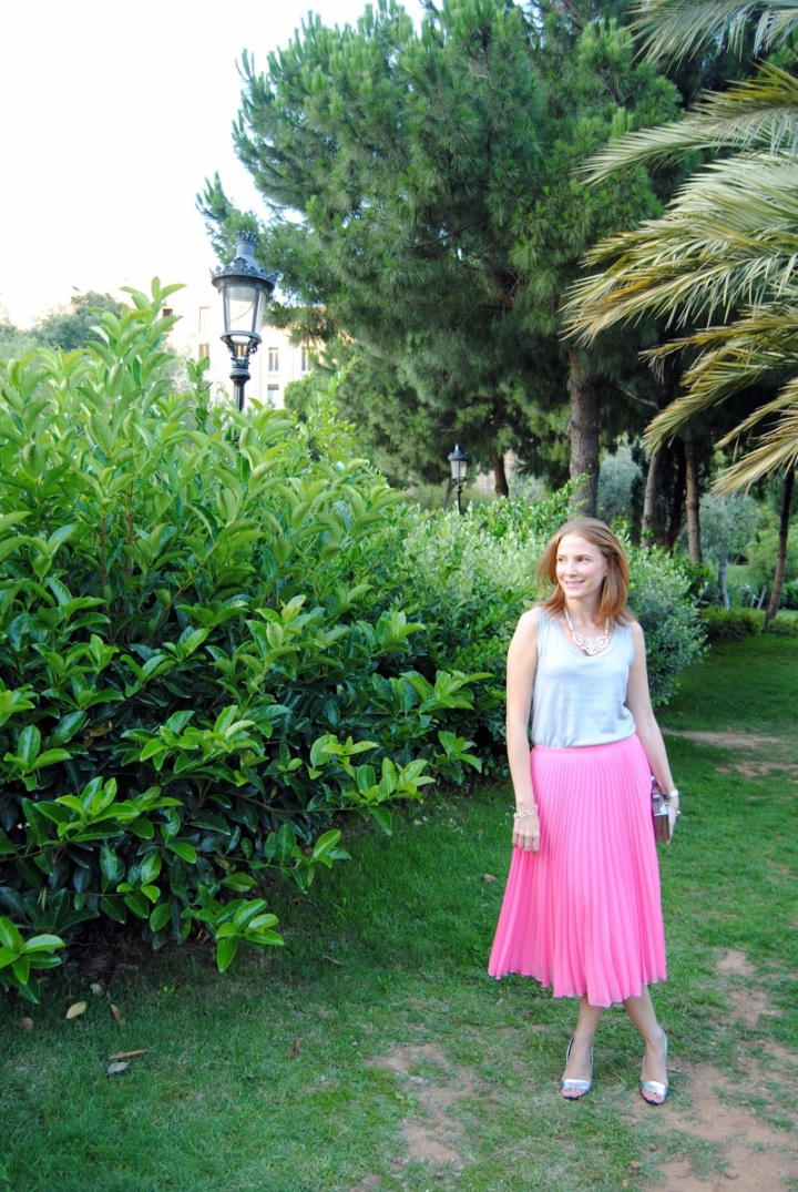 Pleated pink skirt