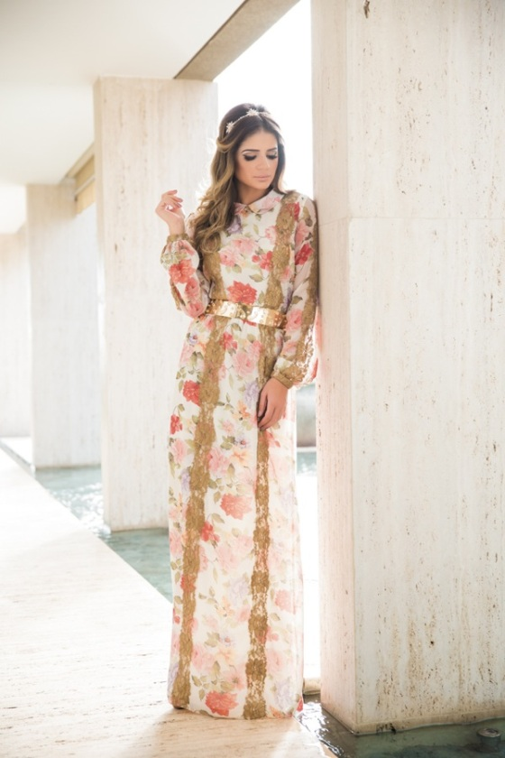 Maxi floral dress look