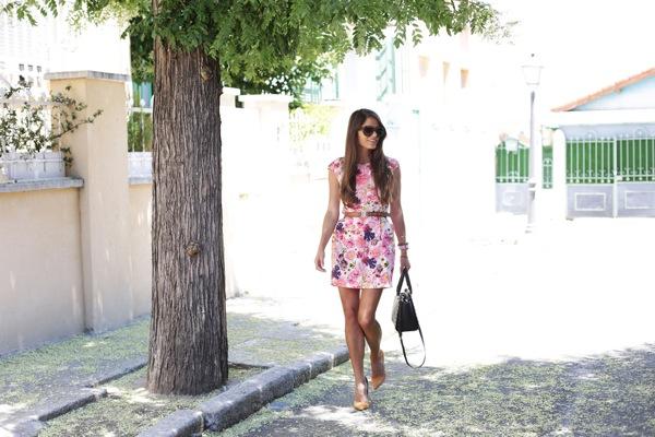 Vestido floral entallado