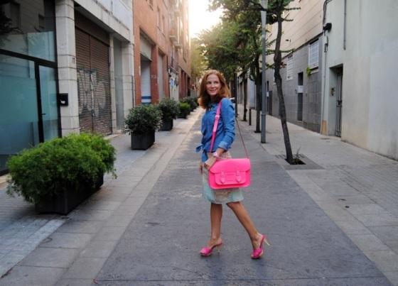 Denim shirt and pink neon look
