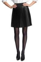 falda plisada en polipiel