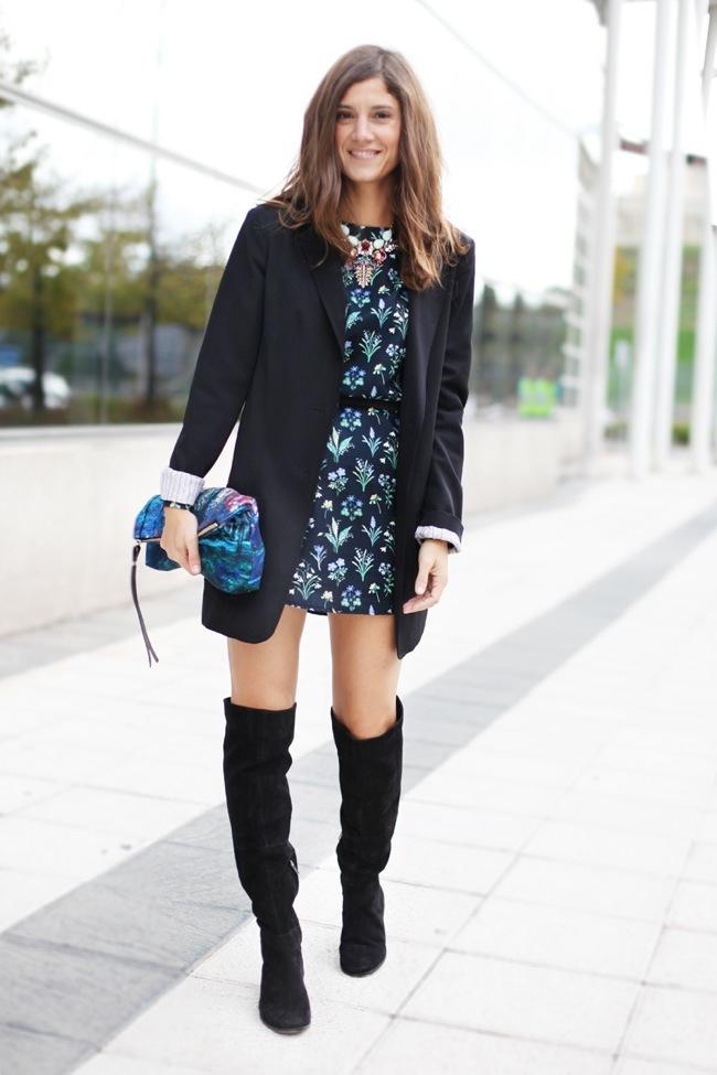Botas altas y vestido