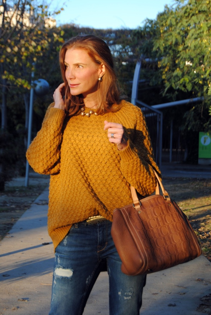 Mustard sweater look