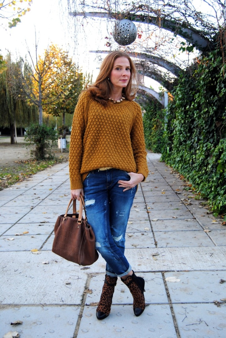 Oversize Mustard Sweater and ripped jeans look