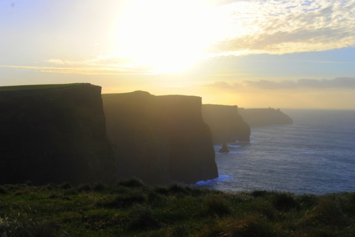 Puesta de sol en los Acantildos de Moher Irlanda
