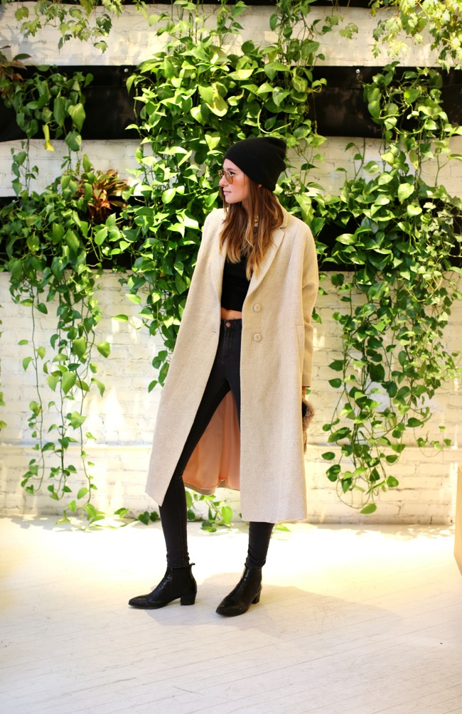 Look invierno con abrigo camel