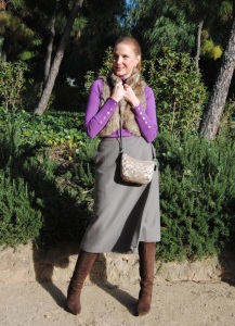 Falda midi y botas altas