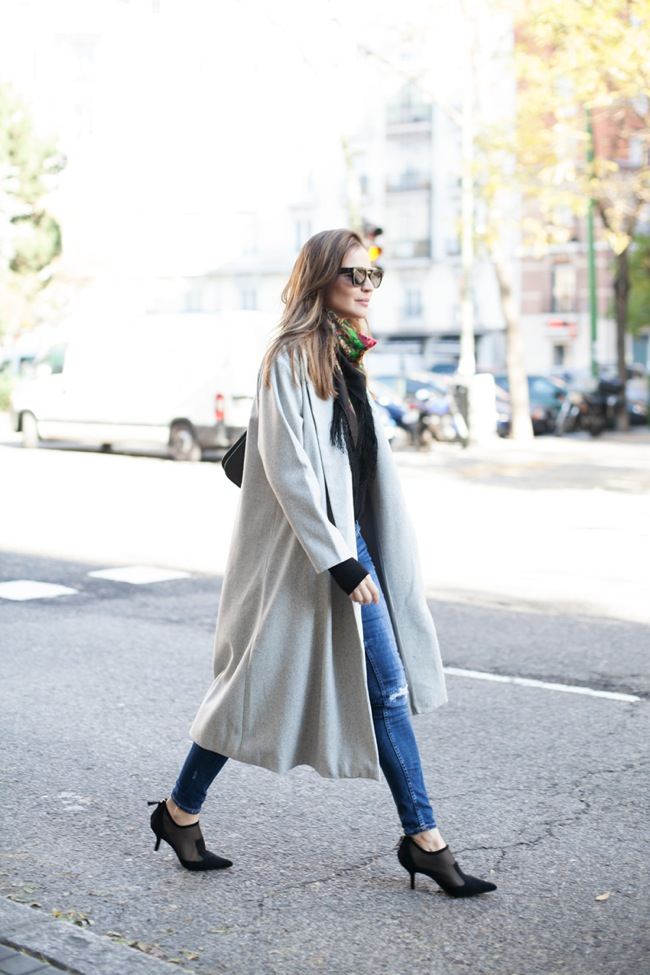 Jeans and maxi coat look