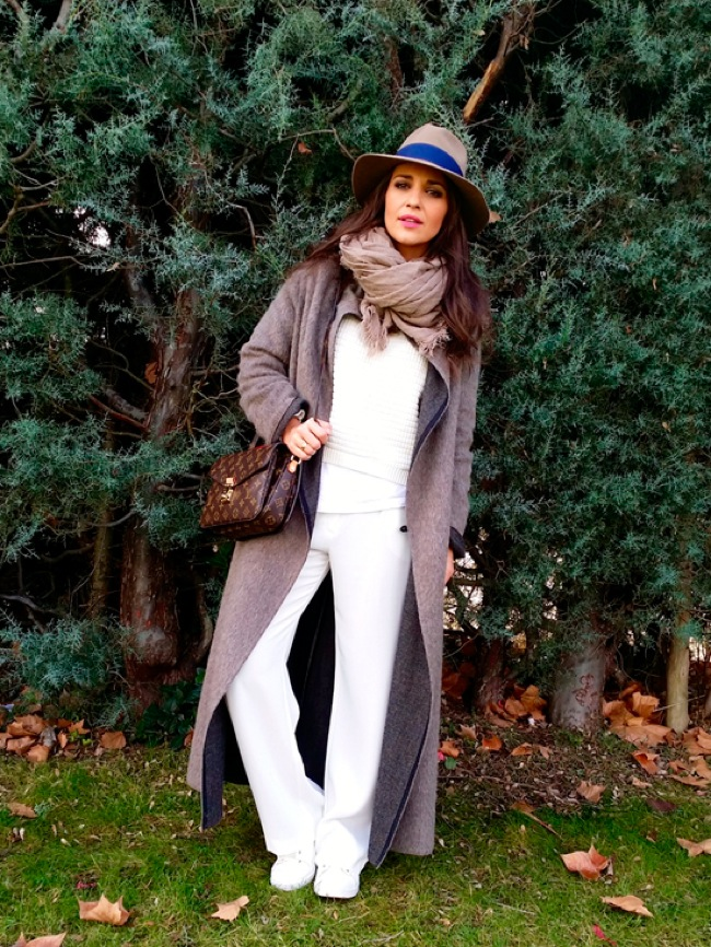 Maxi coat and sneakers