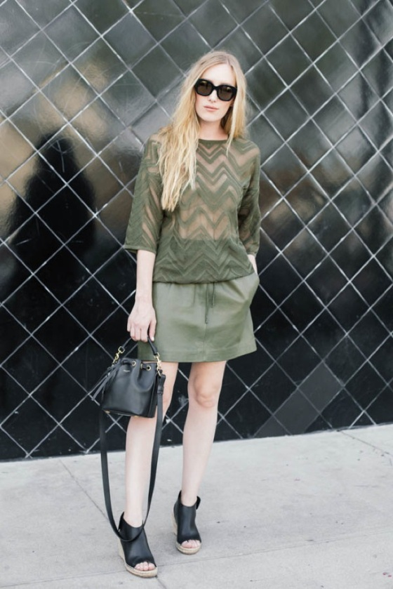 total look in khaki