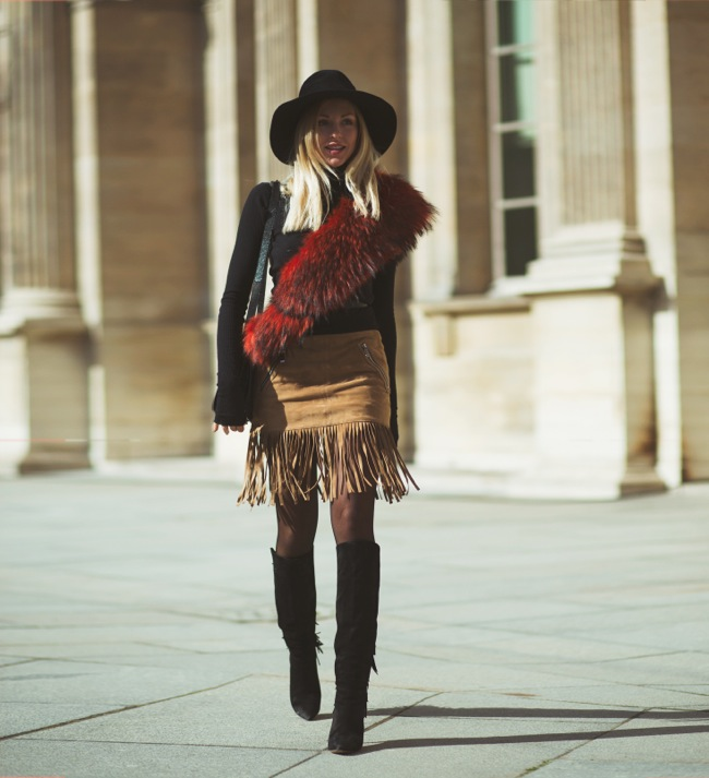 Suede skirt with fringes