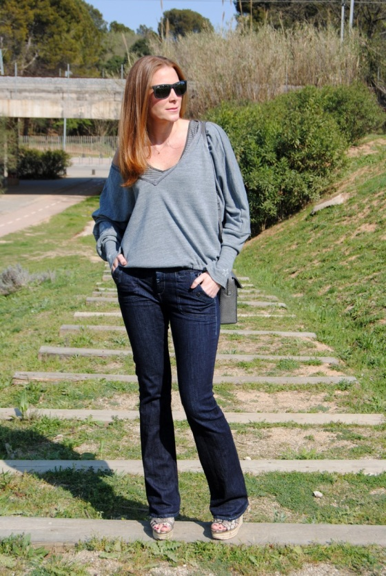 flared jeans |