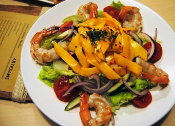 Ensalada de mango y gambas al estilo Thai
