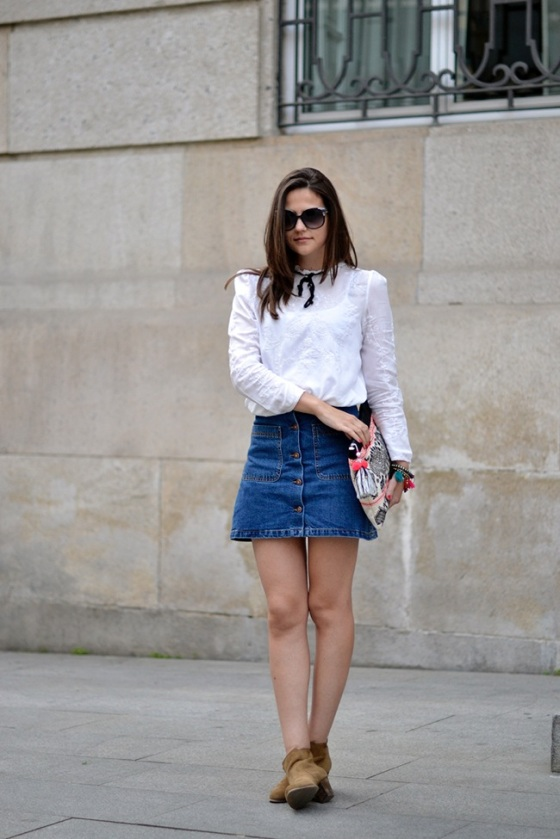 Look con falda abotonada denim