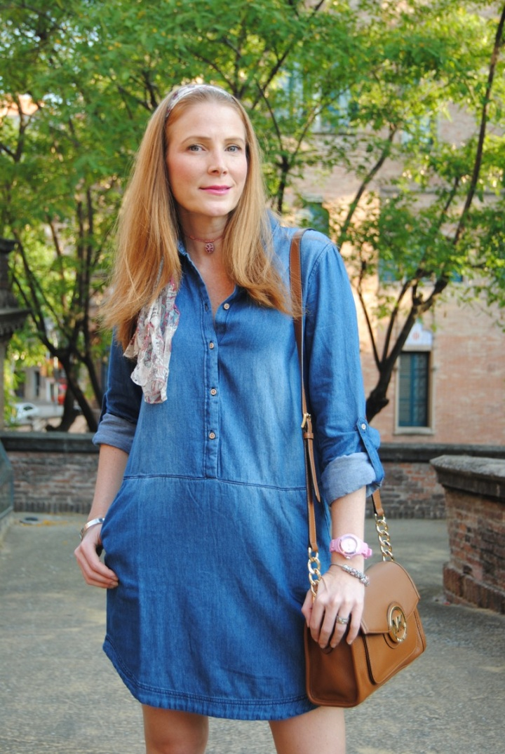Looks con vestido camisero denim