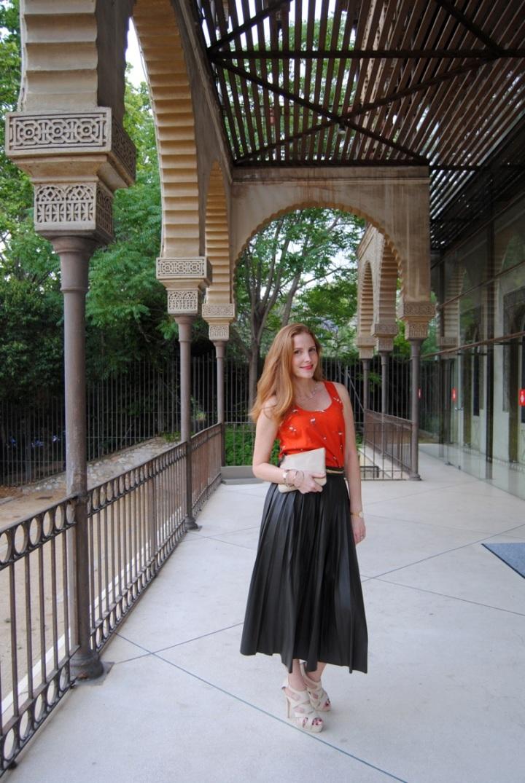 Look lady con falda plisada