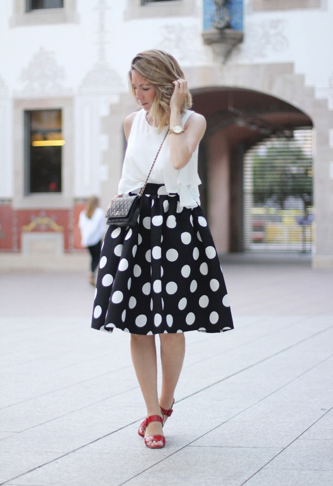 Falda de lunares midi