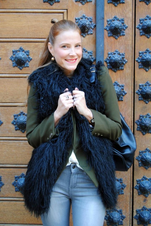 Black sleeveless faux fur Shein vest