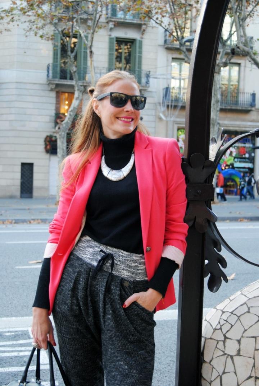 Look con blazer rosa