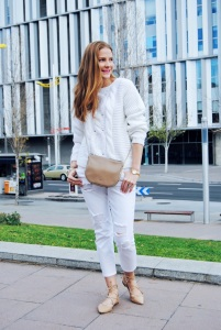 Colourvibes look in white