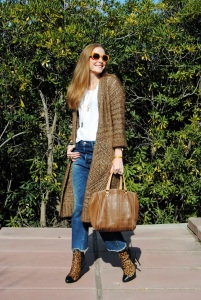 Casual look with leopard print boots