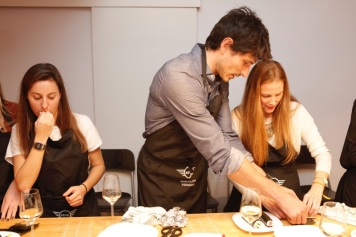 Cooking sushi with Andrés Velencoso