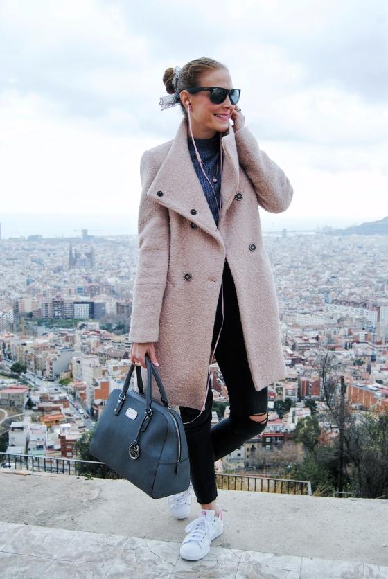 Look con abrigo rosa
