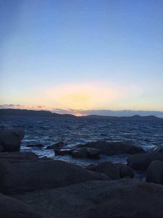 puesta de sol de Phi Phi Beach Baia Sardinia