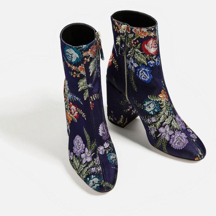 botín flores bordadas Zara