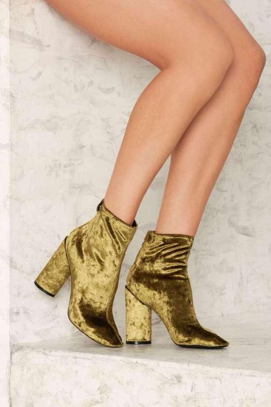 velvet-golden-boots