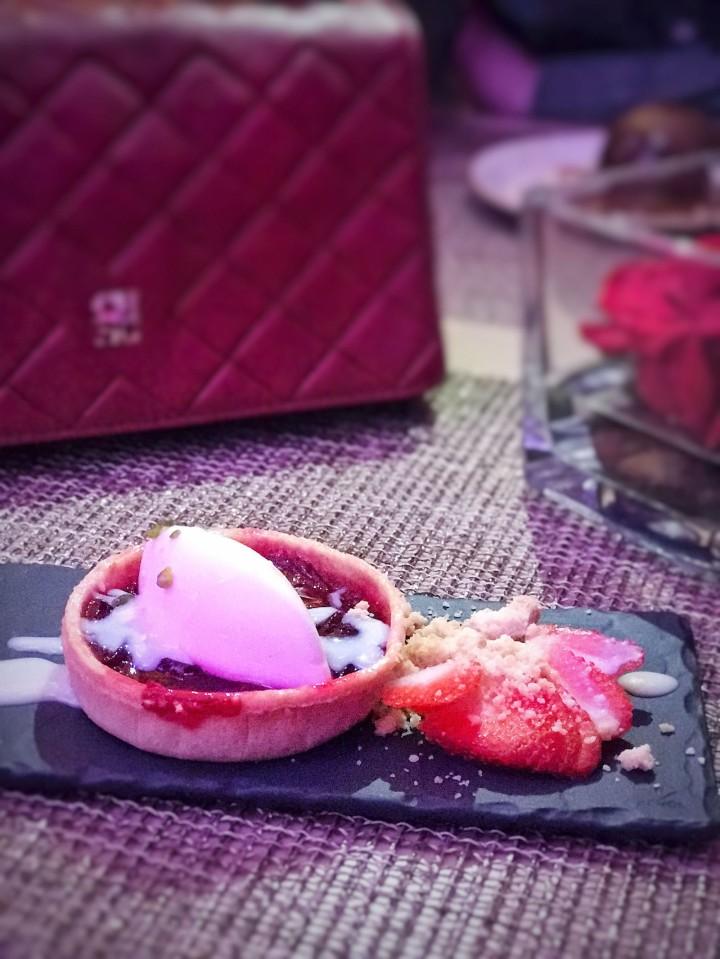 Sablé con frutos rojos crema de avellana y sorbete de Yuzu