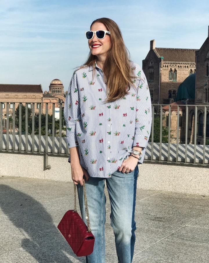 Carolina-Herrera-red-bag-and-casual-look
