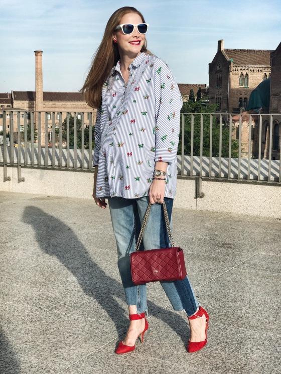 oversize-blouse-and-frayed-hem-raw