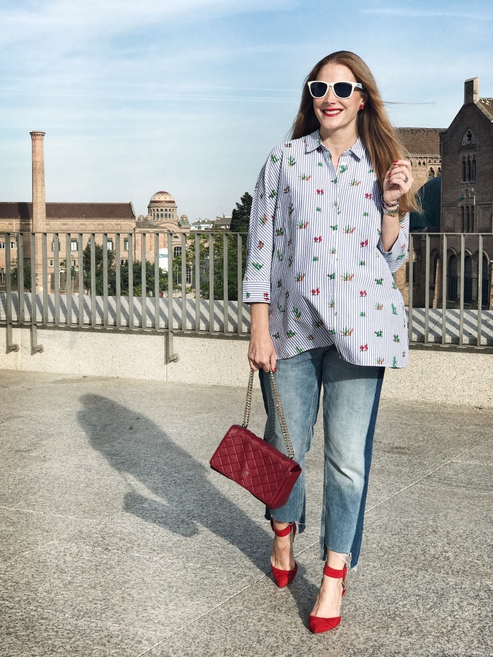oversize-shirt-and-red-hints-look