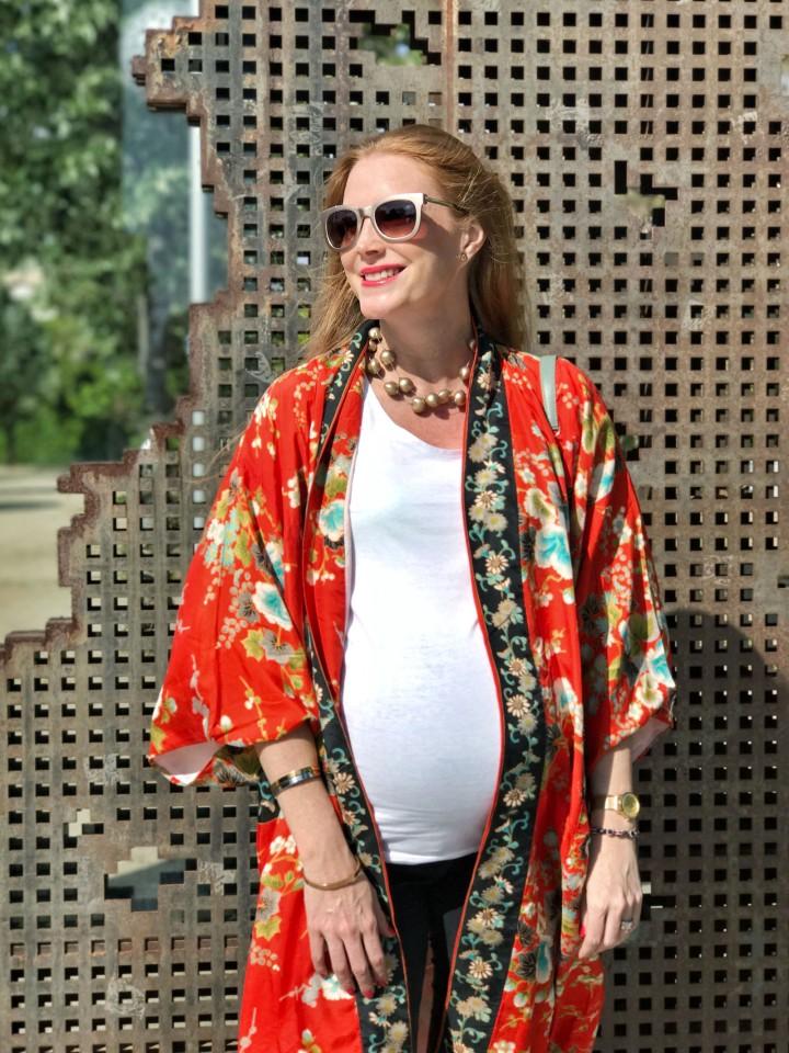 Look-con-kimono-y-camiseta-blanca