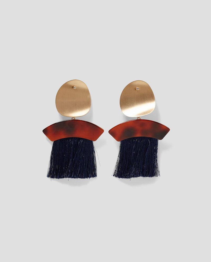 Pendientes-metal-y-flecos-Zara