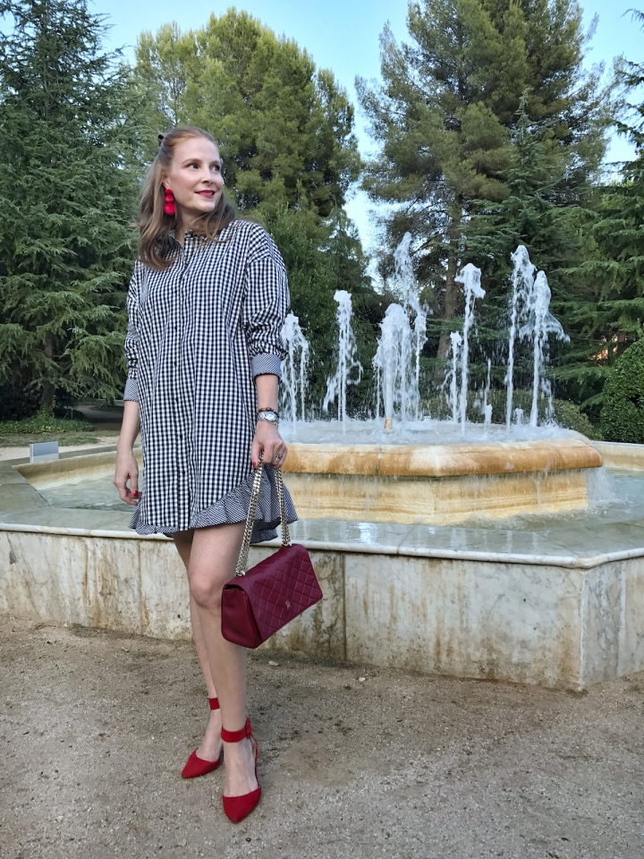Gingham-dress-and-red