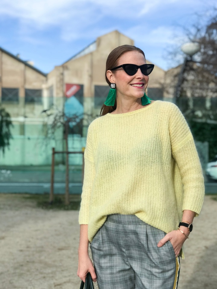 yellow-sweater-look