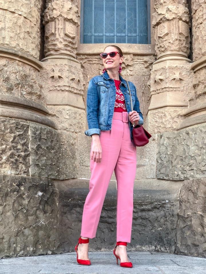 Pantalon-rosa-con-cinturón-de-Zara