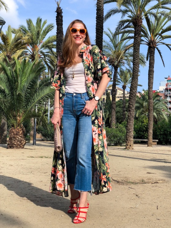 look-con-vestido-tropical-y-jean