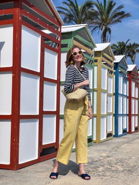 Culottes amarillos y blusa marinera